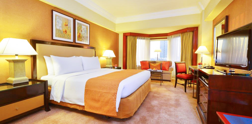 Diamond-Hotel-manila-deluxe-room