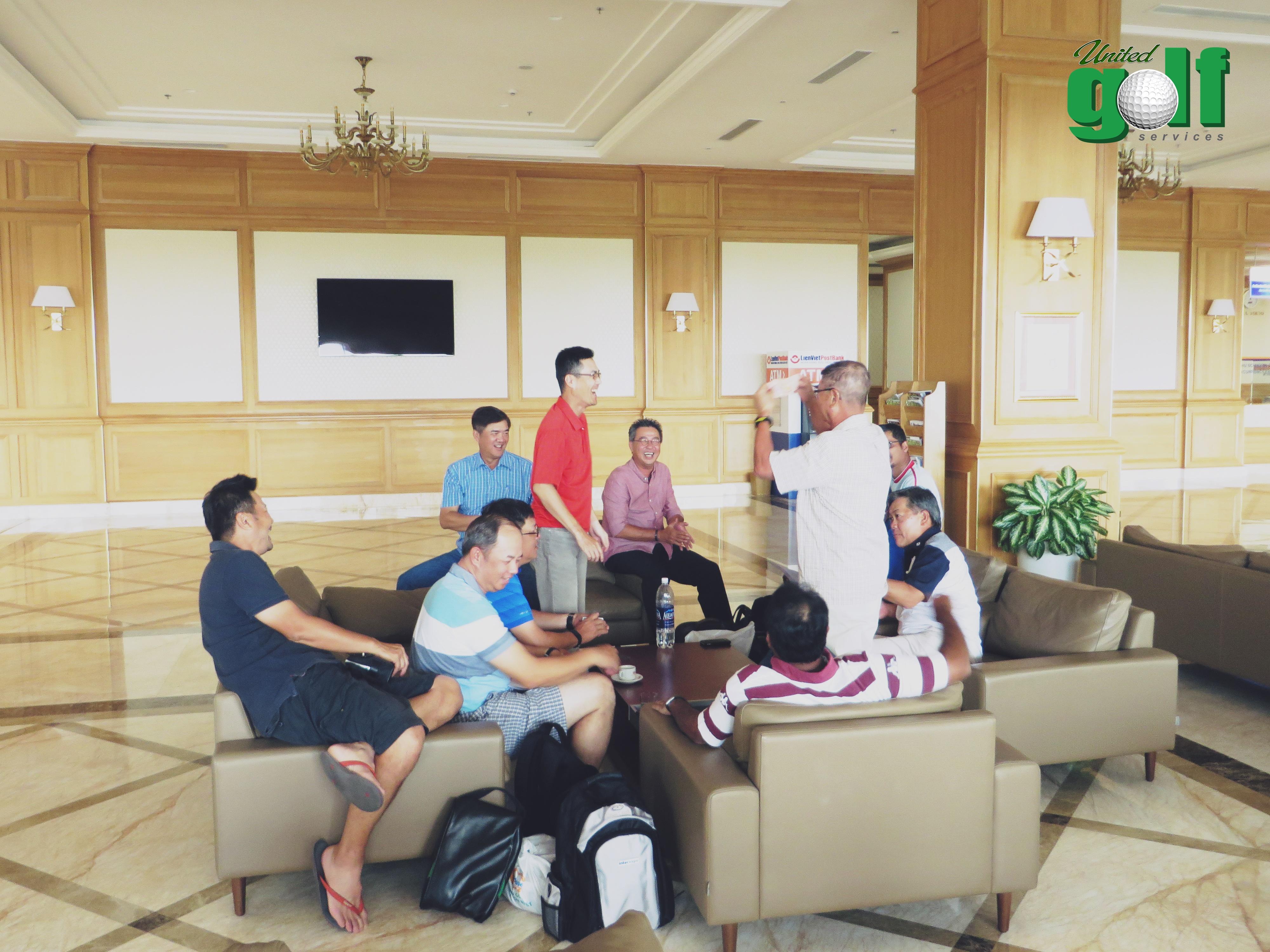 golfer nghỉ chân tại khách sạn