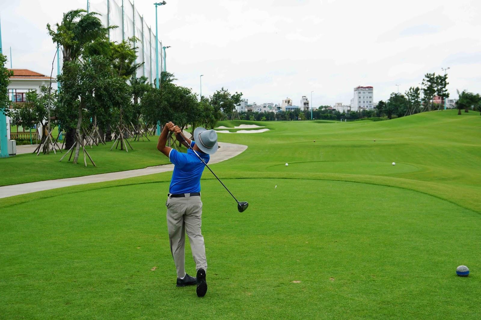 Sân golf Tân Sơn Nhất đẹp