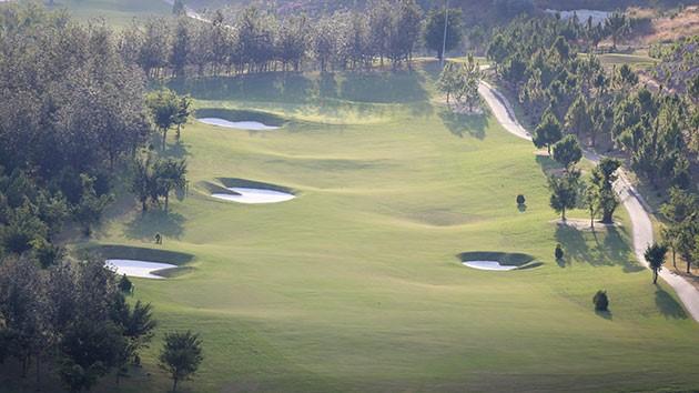Trải nghiệm chơi golf tại khu nghỉ dưỡng Sam Tuyền Lâm