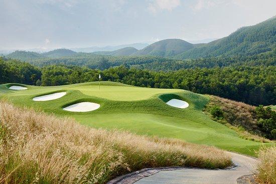 Đặt lịch chơi golf tại Bà Nà Hills Golf Club