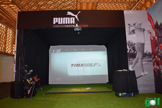 Hình ảnh. Trải nghiệm với hệ thống indoor golf