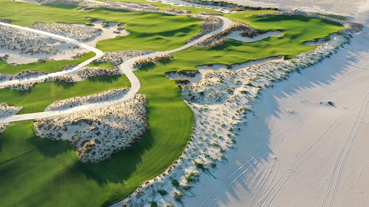 Thật mê mẩn với cái vẻ đẹp độc đáo nhưng ấn tượng mà sân golf Hoiana tại Hội An mang lại cho du khách.