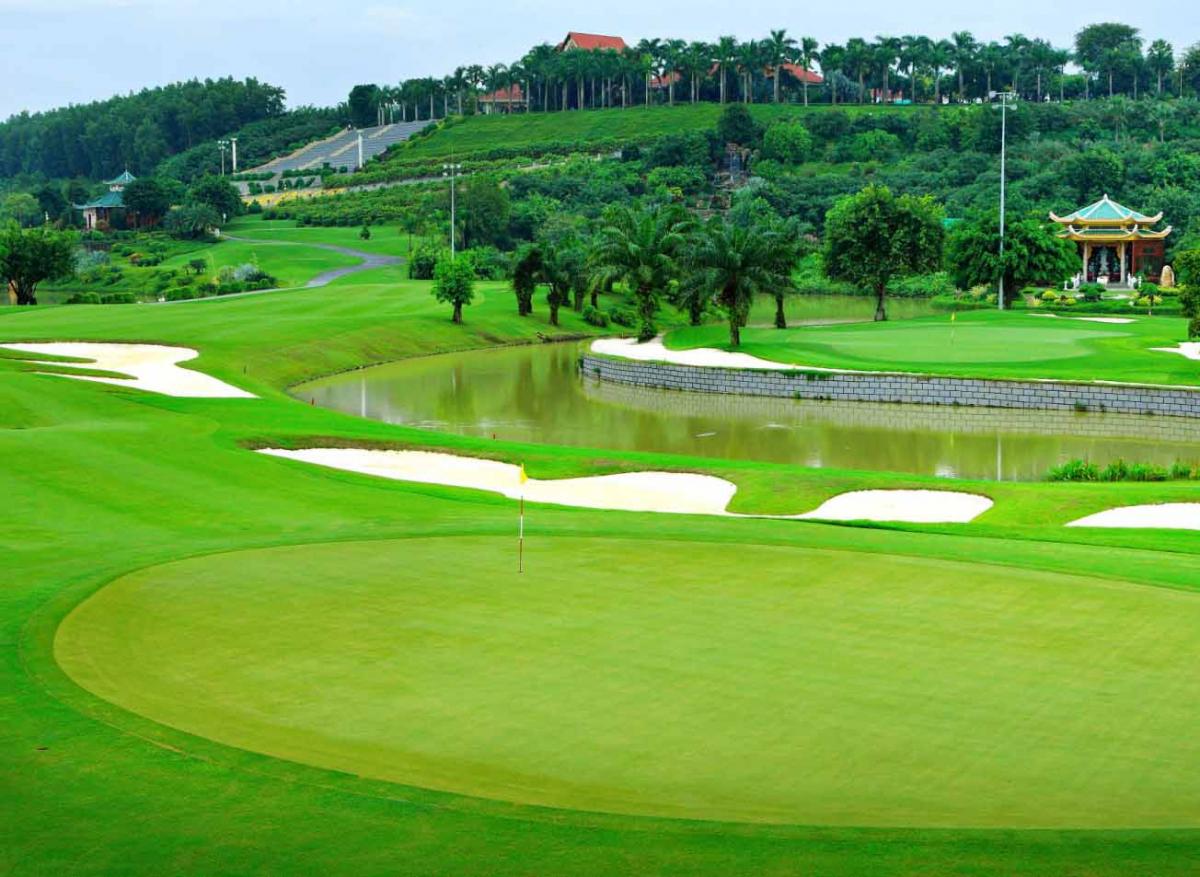 Bảng giá sân golf miền Bắc mới nhất, uy tín và giá cả phù hợp.
